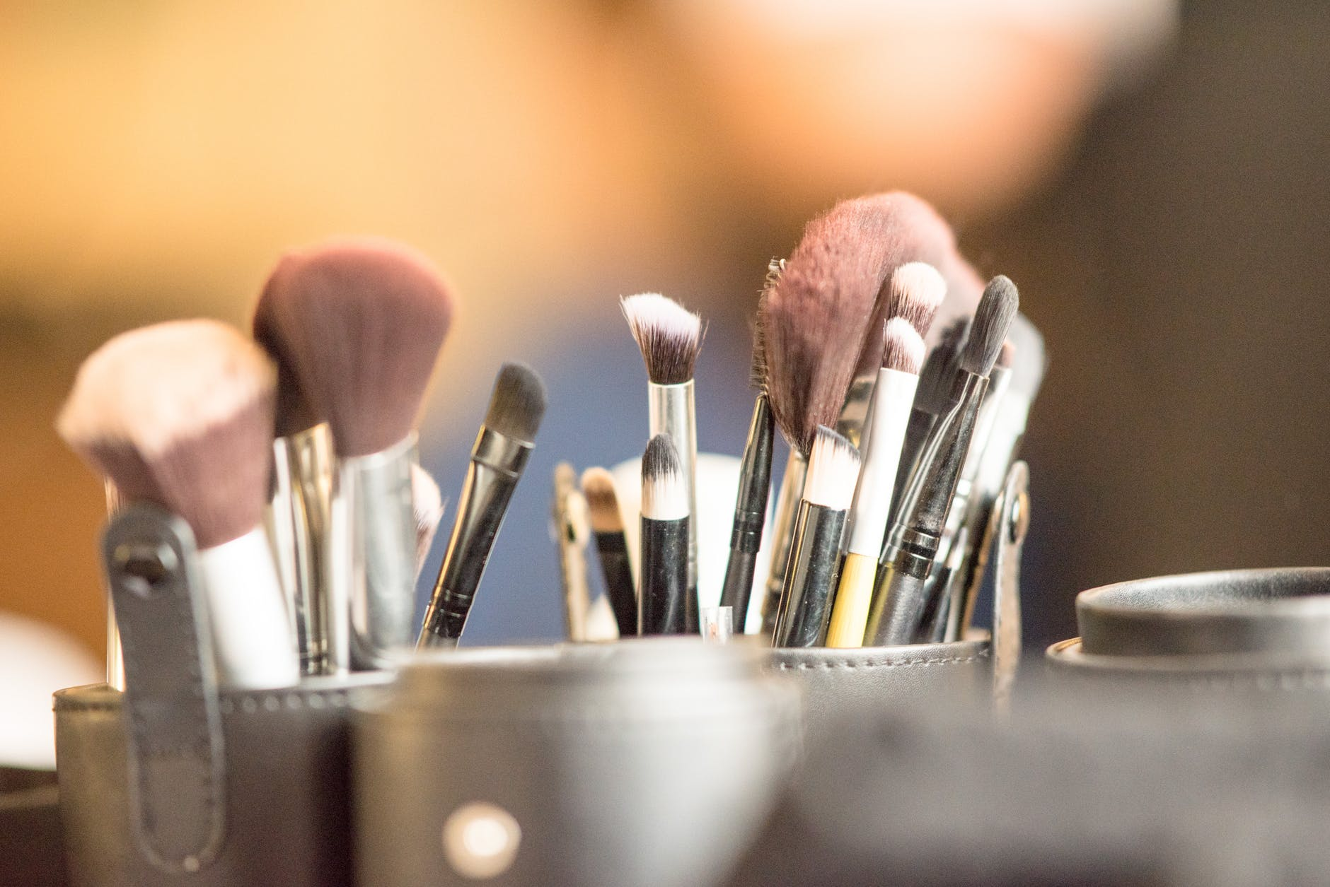close up photography of makeup brushes